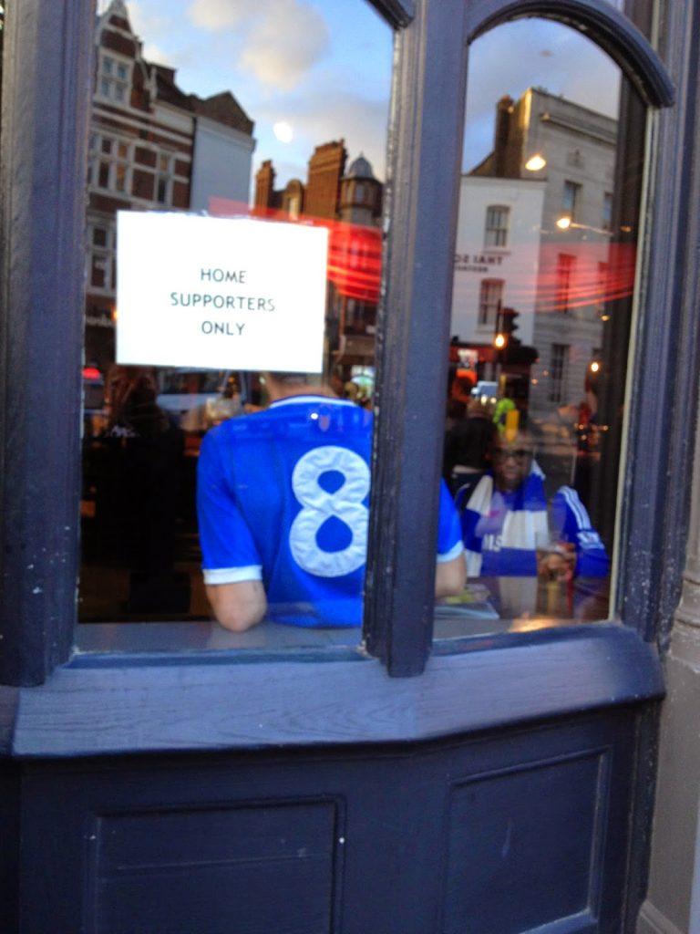 Pub girişi